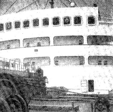 Abb. 3 Verholwinde, Laufbrücke und die Brückenvorderfront