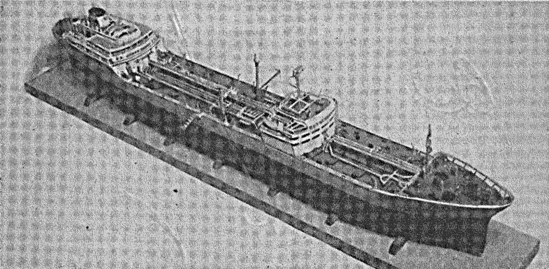 """Abb. 16 Modell des Supertankers. """"Esso Berlin"""" von Ch. Schöne, Mainz"""