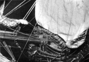 Abb. 26 Focksegel, Belegbank und Teile des Vorgeschirrs am Modell des Verfassers