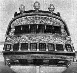 Abb. 4 Heckansicht mit dem klassizistischen Spiegel. — Die Photos 2 — 4 wurden während der Renovierung des Modells, im Jahr 1951, aufgenommen.