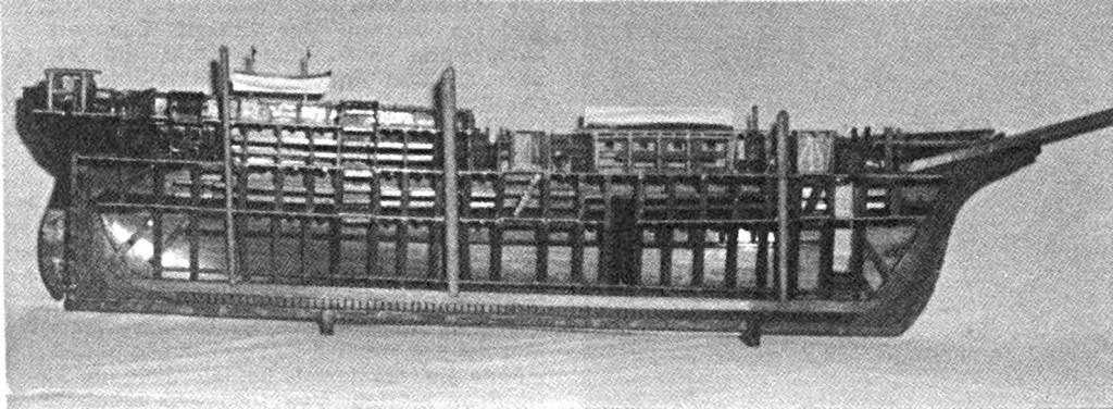 """Abb. I-3 u. I-4 Halbmodell des Auswandererschiffs """"Theone"""". Nachbau von Karlheinz Marquardt für das Verkehrsmuseum Berlin. Das Original befindet sich im Morgenstern-Museum Bremerhaven."""