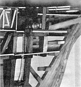 Abb. III-5 Theone-ModeII des Verfassers aus dem Verkehrsmuseum: Schnittseite vorn: Bug mit Spriet, Ankerwinde und Kettenkasten