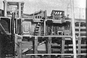 Abb. IV-7 Heckpartie mit Ruderhaus, Rudereinrichtung und Niedergang in die 1. Kl. Kajüte am Theone-Modell aus dem Verkehrsmuseum