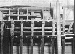 Abb. IV-8 Deckshaus mit Kombüse, Fockmast, Zwischendecks-Kojen und großem Trinkwasserbehälter