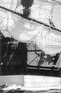 Abb. 13: Der Bug des Nachbaus mit aufgetuchter Blinde. Photo J. Lancaster Mit freundlicher Genehmigung der H. M. Bark ENDEAVOUR Foundation Pty. Ltd. Fremantle, W. A.