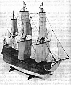Abb. 14: Ein Kattschiff als Vollmodell. Die Masten und das Steuerrad weisen auf einen wesentlich jüngeren Typ hin. (Alle Fotos: Prins Hendrik Museum, Rotterdam).